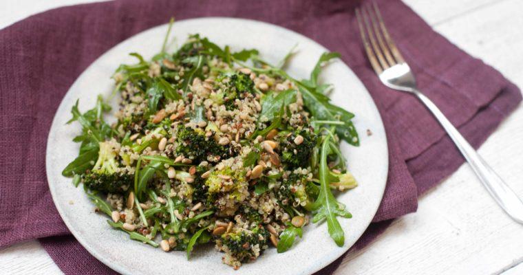 Sałatka z brokułami i kaszą quinoa